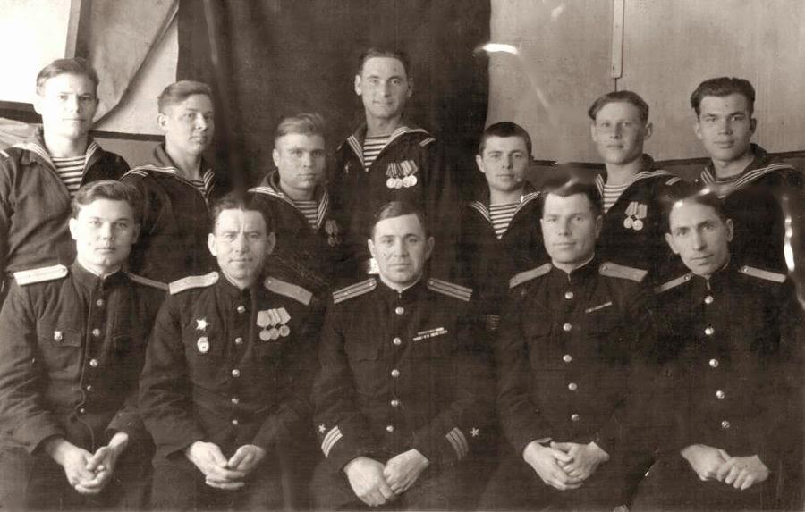 Г. Д. Шлыков первый слева во втором ряду