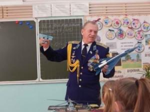 Летчик-инструктор майор в отставке С. В. Денисенко